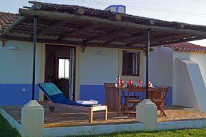Casa com 2 Quartos e Jardim